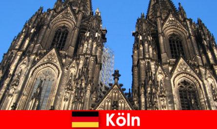 Német családi nyaralók gyerekekkel szeretnek utazni a város Köln