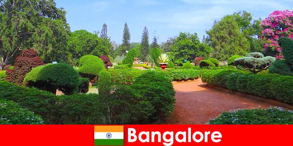 A bangalore-i nyaralók szeretik a megnyugtató gyönyörű parkokat és kerteket