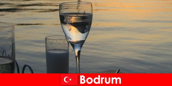 Törökországban Bodrum diszkó klubok és bárok a fiatal turisták
