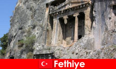 Fethiye egy ősi város a tenger mellett, sok műemlékkel