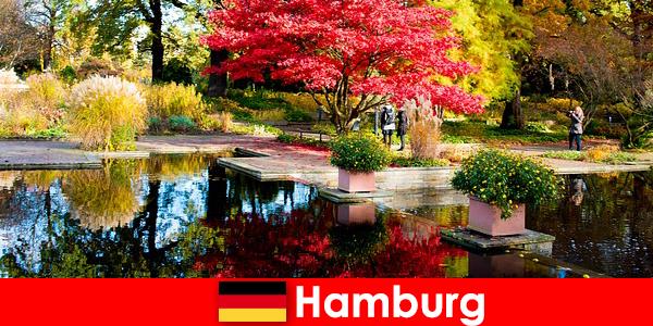 Hamburg egy kikötőváros nagy parkokkal egy pihentető nyaraláshoz