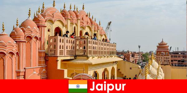 Lenyűgöző paloták és a legújabb divat talál turisták Jaipur India