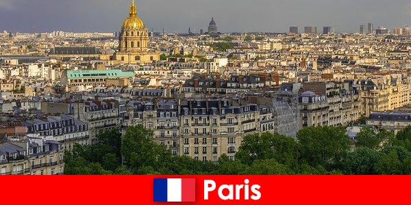 A turisták szeretik Párizs belvárosát kiállításaival és művészeti galériáival