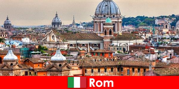 Róma Cosmopolitan város sok templomok és kápolnák egy kapcsolattartó pont a külföldiek