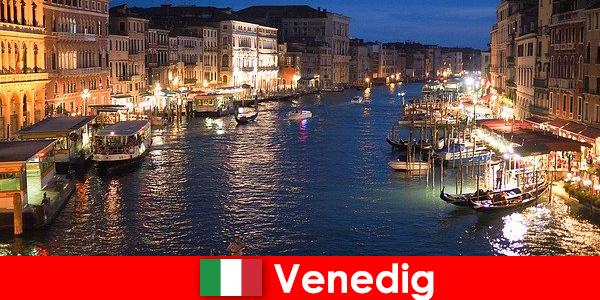 Velence egy város gondolákkal és számos művészeti kincsével