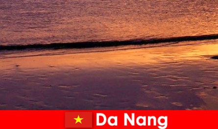 Da Nang egy tengerparti város Vietnam központjában, és népszerű a homokos strandok