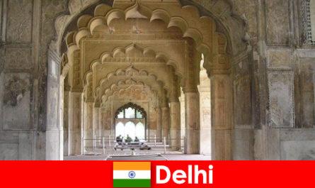 Idegenek szeretik a kulturális kirándulások Delhi Indiában