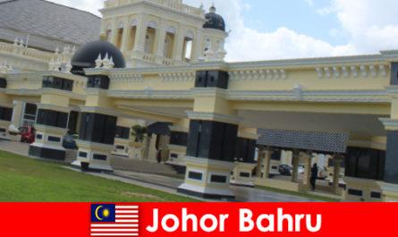 Johor Bahru a város a kikötőben vonzza nem csak a hívők, hogy a régi mecset, hanem a turisták