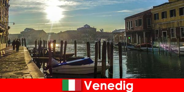 A látogatók megtapasztalják Velence történelmét egy közeli sétán