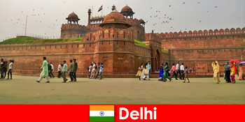 Lüktető élet Delhi Indiában a kulturális utazók a világ minden tájáról