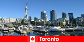 Toronto Kanadában egy modern metropolisz a tenger nagyon népszerű a városi turisták