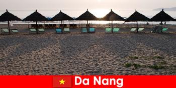 Luxus üdülőhelyek gyönyörű homokos strandok nyaralók Da Nang Vietnam