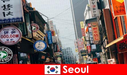 Szöul Koreában az izgalmas város a fények és a reklám az éjszakai turisták