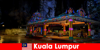 Kuala Lumpur Malajzia lehetővé teszi az utazók számára, hogy mély betekintést nyerjenek az ősi mészkőbarlangokba