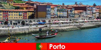 Városi szünet a Porto Portugal látogatói számára bájos bárokkal és helyi éttermekkel