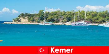 Hajókirándulás és forró partik fiatal nyaralóknak Kemer Törökországban