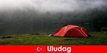 Kemping nyaralás családjával az erdőkben Uludag Törökország