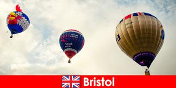Nyaralás bátor turisták ballon túrák felett Bristol Anglia
