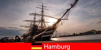 Németország Leereszkedik a hamburgi kikötőben a halpiacra az utazási ínyencek számára