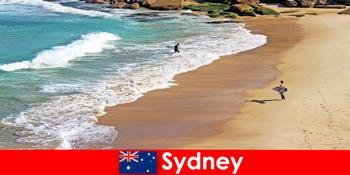 Surf turisták élvezik a végső rúgás Sydney Ausztrália