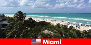Palm homokos strandok hullámok várják a hosszú távú nyaralók paradisiacal Miami Egyesült Államok