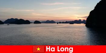 Tökéletes nyaralás Ha Long Vietnamban a külföldről érkező stresszes turisták számára