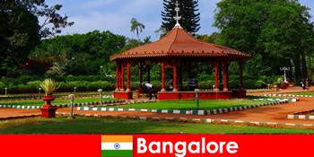 A külföldi turisták csodálatos hajókirándulásokra és nagyszerű kertekre számíthatnak Bangalore Indiában