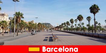 Barcelonában Spanyolországban a turisták mindent megtalálnak, amire a szívük vágyik