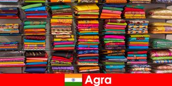 Túra csoportok külföldről vásárolni olcsó selyem szövetek Agra India