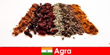 Kirándulás a turisták számára a fűszerek kifinomult konyhájába Agra Indiában